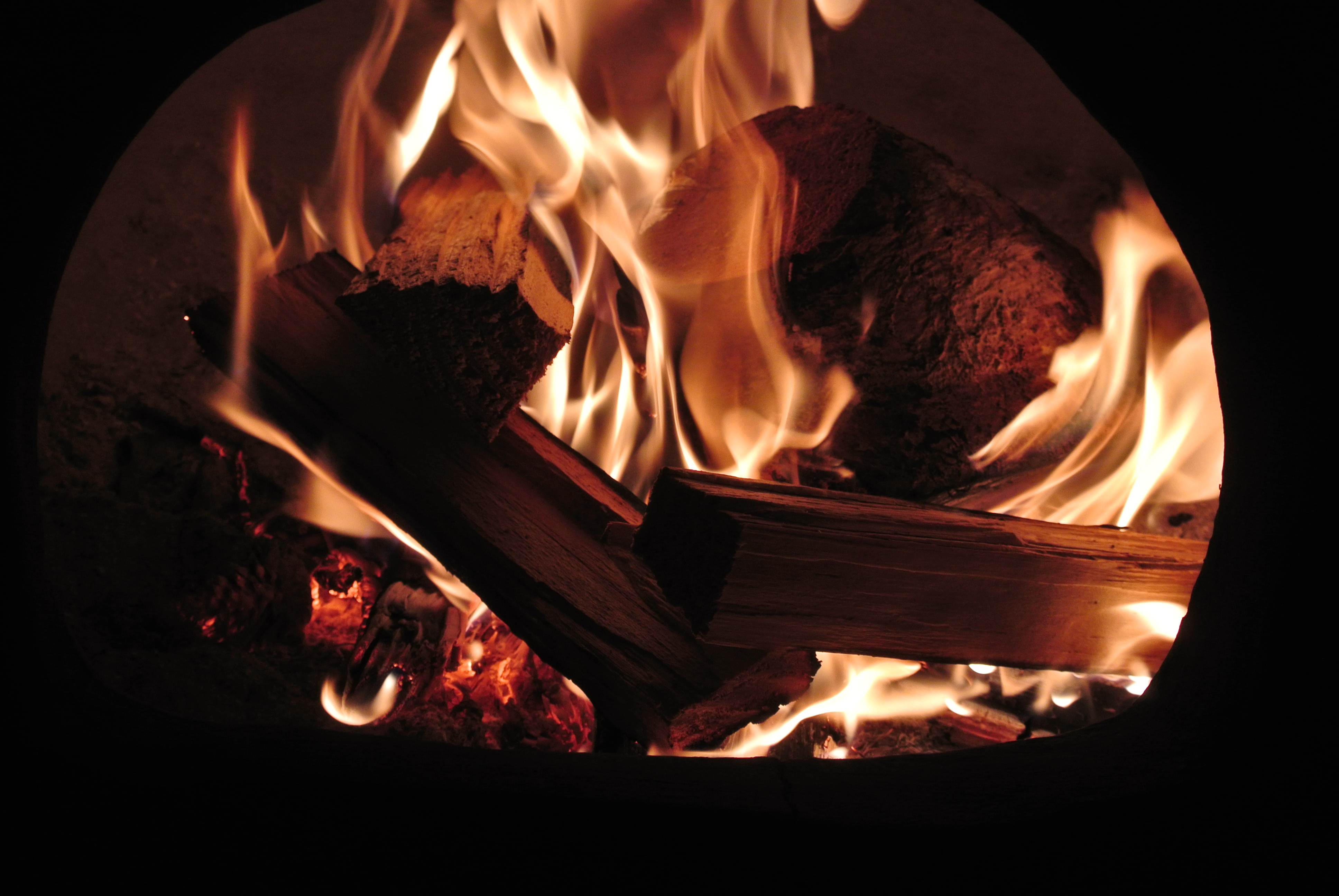 The longer you sit the more the fire draws you into the swirling and dancing flames, Photos can never quite capture the glow of the embers.....I love the warmth radiating out of the mouth.